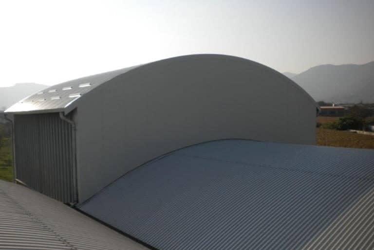 Rifacimento copertura e facciata con pannelli coibentati su struttura industriale in ferro
