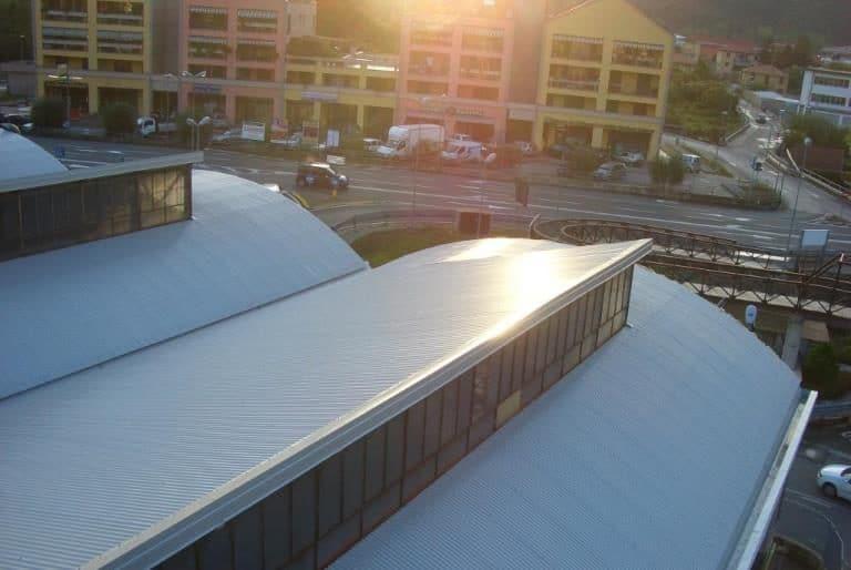 Rifacimento copertura industriale con lastre grecate in alluminio