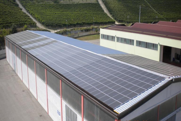Rifacimento copertura industriale con impianto fotovoltaico integrato