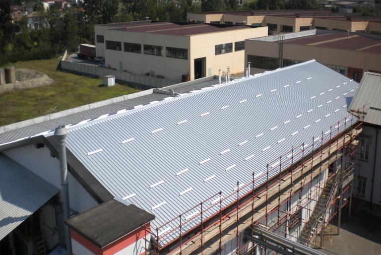 Rifacimento copertura industriale in pannelli coibentati