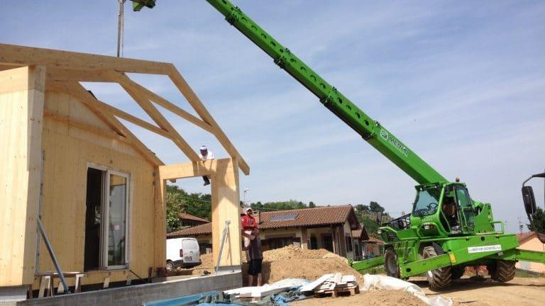 Montaggio portico in legno lamellare