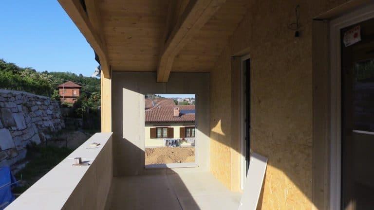 Terrazzo con travi in legno lamellare