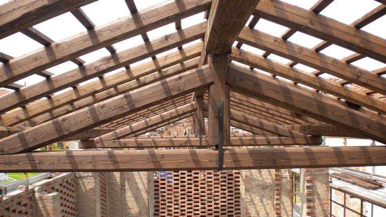 Capriata in legno di abete uso fiume