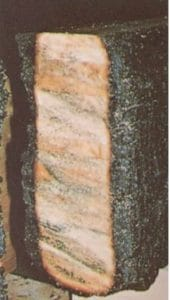 Sezione di trave in legno carbonizzato