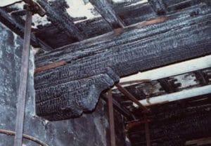 Trave strutturale in legno carbonizzato