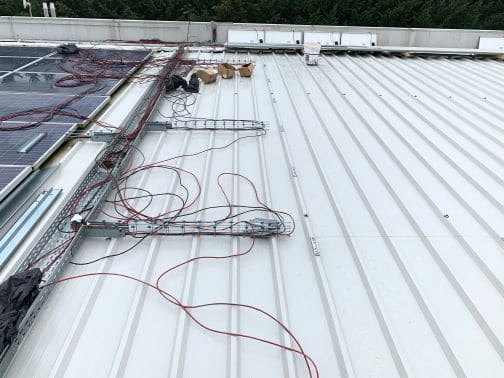 Lavori in corso di rifacimento copertura sotto impianto fotovoltaico