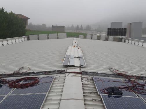 Lavori in corso rifacimento tetto per impianto solare