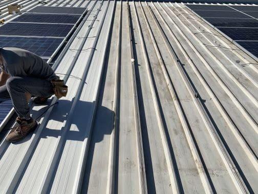 Rifacimento tetto con fotovoltaico, prima e dopo