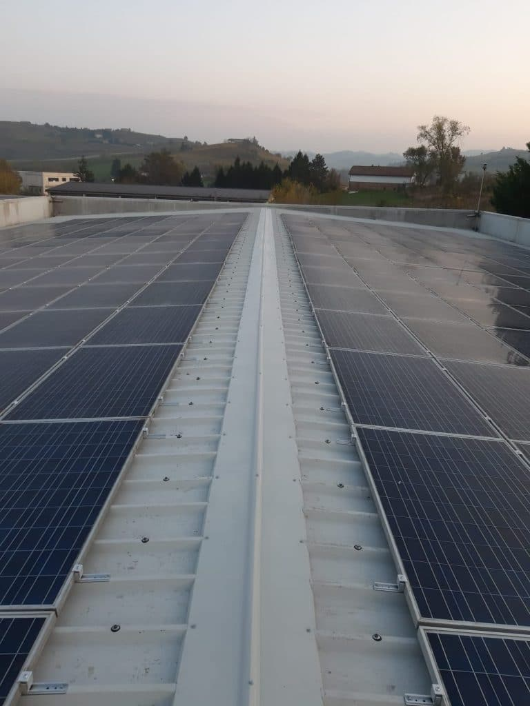 Tetto rifatto con impianto solare