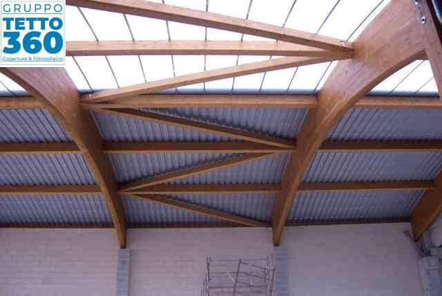 copertura metallica su travi in legno