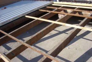 creazione pendenze tramite impiego di struttura in legno su pilastri in mattoni