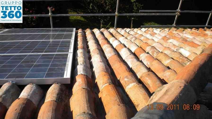 impianto fotovoltaico integrato su tetto in coppi