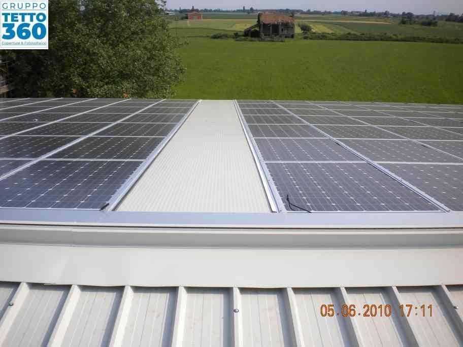 moduli solari su capannone agricolo