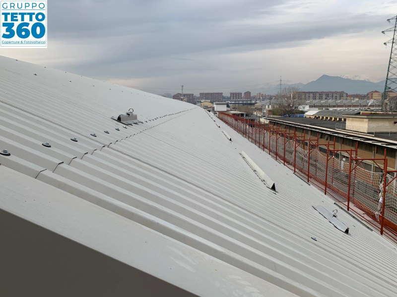 Linea vita su copertura metallica curva